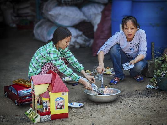ad comm_pete turner_money to burn-chinese new year