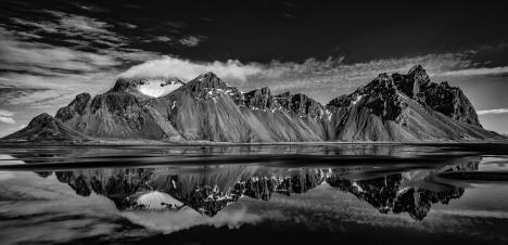 P 20 Points - Ray Groome Vestrahorn with reflections